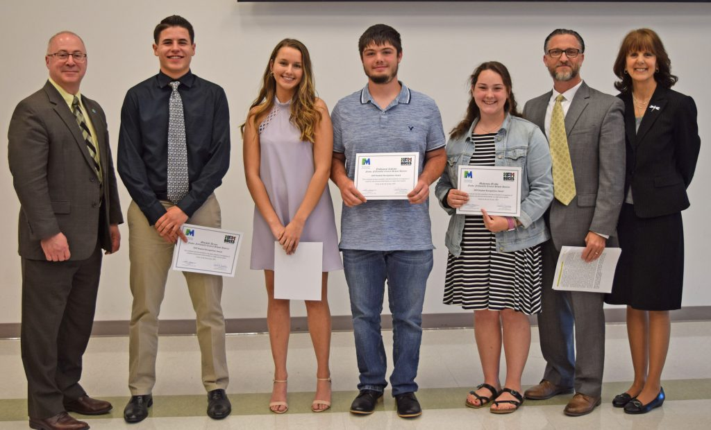 "Five FFCS students recognized as ""outstanding seniors"""